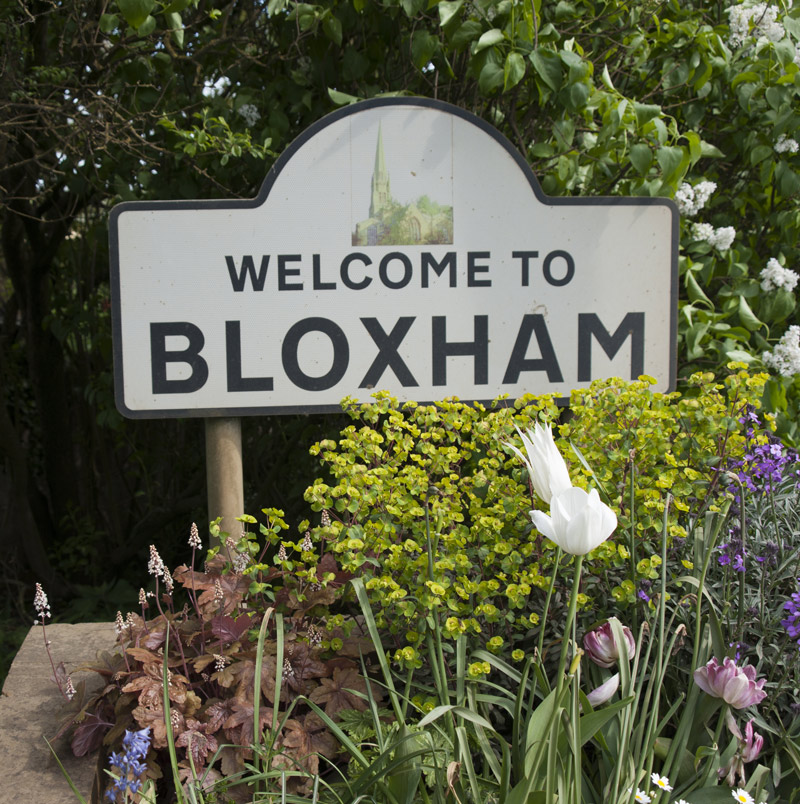 Welcome to Bloxham sign